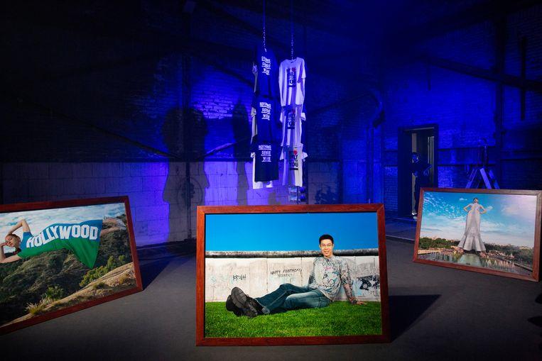 Chiara Frenzel experimenteerde met de mens geportretteerd als monument, waardoor ze grootse waarde krijgen.  Beeld Sanne Peper