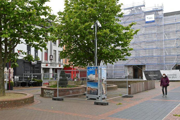 Er staan sinds dinsdag drie extra mobiele camera's op de Markt die toch wat terrasruimte innemen.