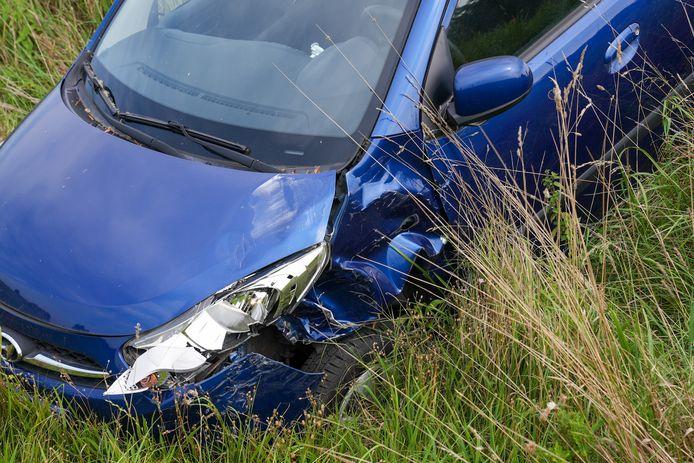 De auto raakte flink beschadigd