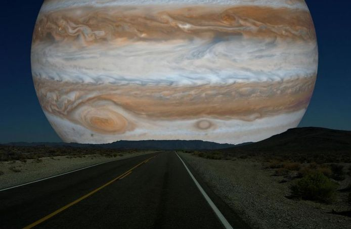 Avec une taille onze fois supérieures à celle de la Terre, Jupiter modifierait considérablement notre perception du ciel.