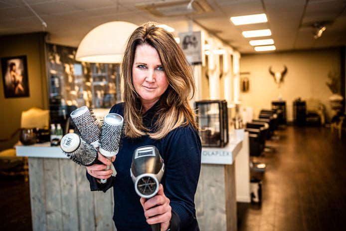 Kappers werken veilig, er waren geen besmettingen in kapsalons, stelt Marlene Cremers.