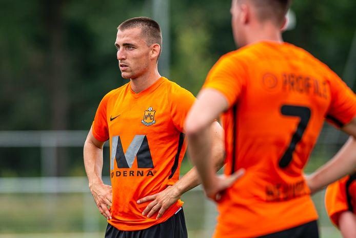 Joerie Church is nieuw bij HHC Hardenberg. De in Engeland geboren verdediger speelt na een avontuur in Duitsland komend seizoen op De Boshoek.