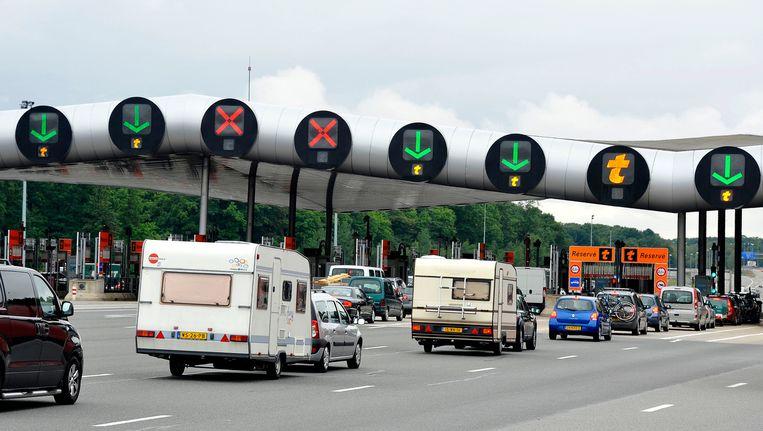 Nederlandse vakantiegangers schuiven aan bij een péage in Frankrijk. Beeld PHOTO_NEWS
