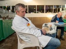 Lemeler kippenfokker Klein keurmeester op Vechtdalshow