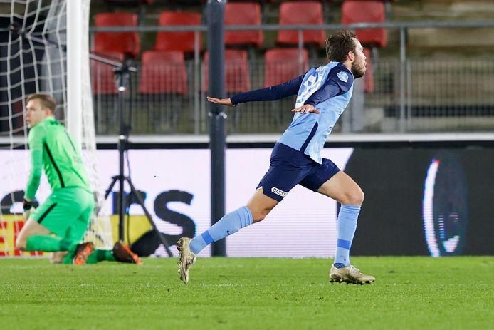 Sander van de Streek loopt juichend weg nadat hij FC Utrecht op fraaie wijze op voorsprong heeft gezet tegen AZ. De ongeslagen uitreeks begon op 27 januari.