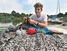 Haken en breien maakten van Joep (17) een echte ondernemer: 'en nu krijg ik mijn eigen boek'