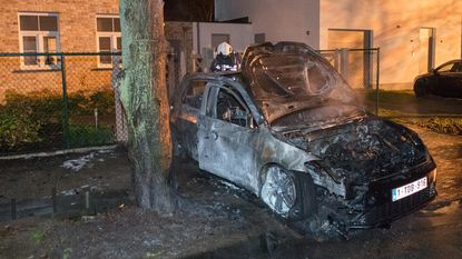 Nieuwe auto brandt volledig uit