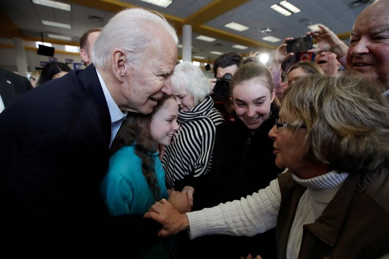 Joe Biden, vicepresident onder Obama, is als voortzetting van het verleden de belangrijkste troef van de partij. Maar daar zijn ook nadelen aan verbonden.  Beeld AP