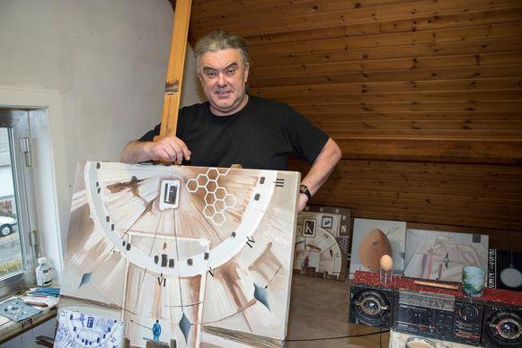 Kunstschilder Martin Uvijn in zijn atelier in Schelderode.