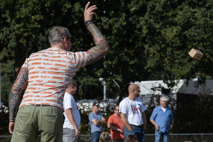"""In het Spoorpark zijn ze op zoek naar iemand die de Tilburgse Kubb-regels kent."""""""
