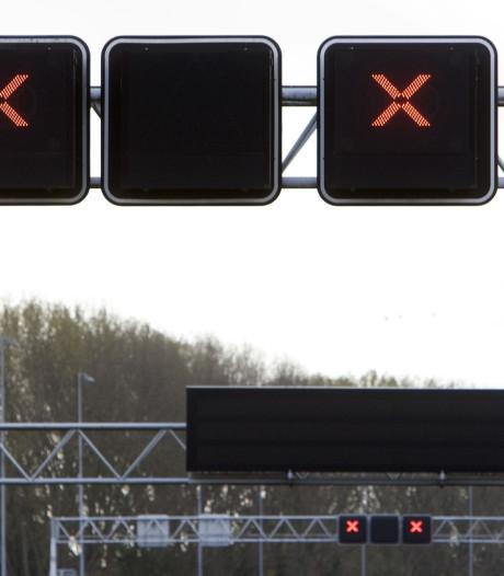 Anderhalf uur vertraging op A4 door ongeluk bij Prins Clausplein