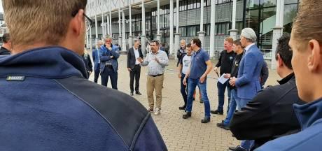 Boeren zetten Marktplein in Apeldoorn op stelten: 'Denken dat het balletje langzaamaan begint te rollen'