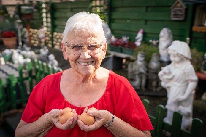 """Riet van Beusichem werkt al dertig jaar als vrijwilliger. ,,Ik ben alleen niet geweest toen mijn man nieuwe heupen heeft gekregen."""""""