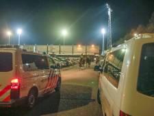 Helmond Sport-fans gooien met stenen en vuurwerk naar politie