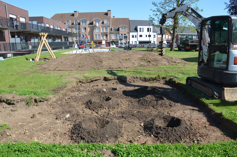 Aan de pastorij in Denderhoutem wordt er een avontuurlijke speeltuin aangelegd.