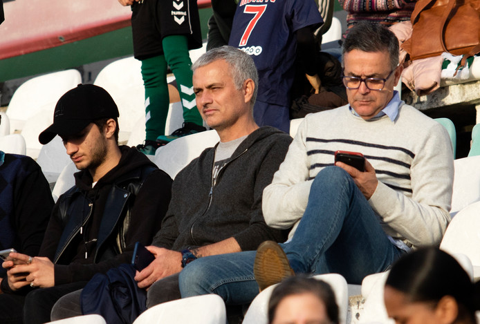 Jose Mourinho in Portugal op de tribune bij Vitoria de Setubal - Santa Clara vorige maand.