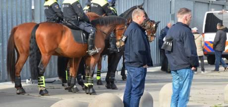Vijf mannen opgepakt na voetbalrellen in Breda, twee agenten gewond