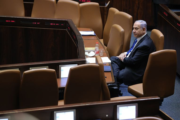 In de Knesset zondag, voor de parlementsstemming die een einde zou maken aan zijn premierschap.  Beeld EPA