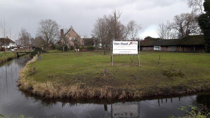 Op deze plek aan de Pastoor Smitstraat in Olland komen ruim 30 woningen.