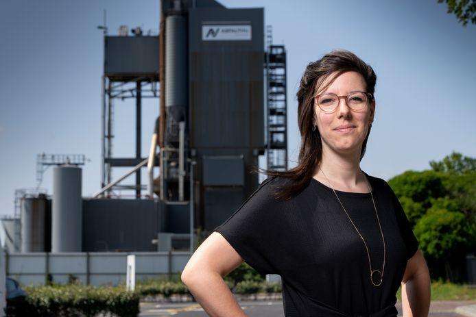 Nederland,  Den Bosch, Marlies Germanus streed de afgelopen maanden tegen de asfaltcentrale.