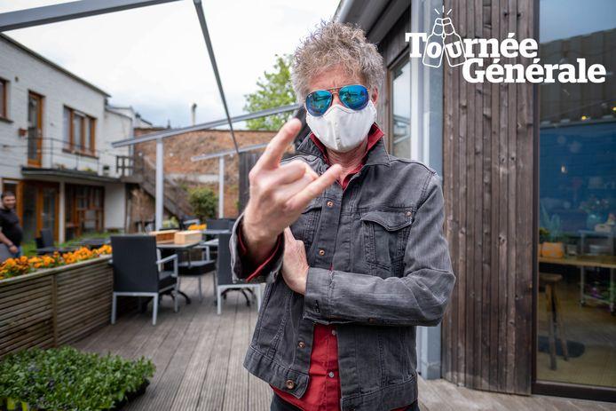 Wimmeke Punk aan het terras van bistro Het Looks.