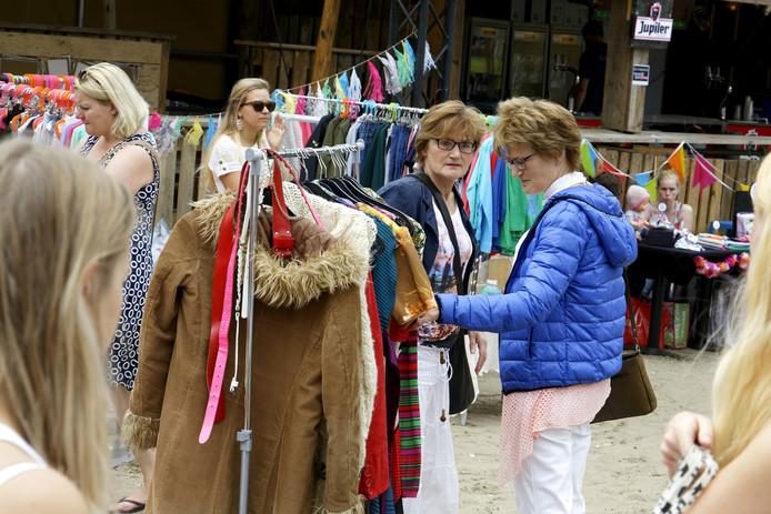 Zondag werd ook een hippiemarkt gehouden tijdens Schijndel aan Zee.