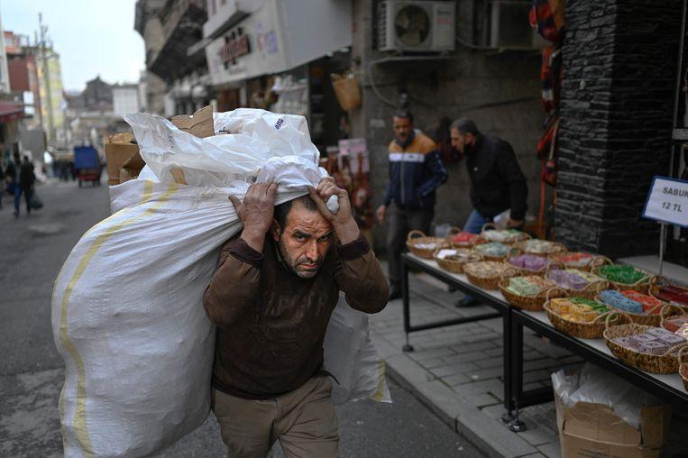 De Turkse president pleit voor renteverlagingen om de zieltogende Turkse economie aan te jagen. Beeld AFP