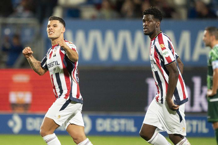 Görkem Saglam (l) viert de 1-0 namens Willem II tegen PEC Zwolle.