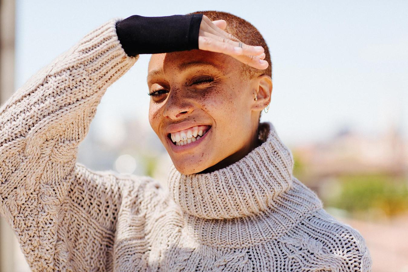 Adwoa Aboah hier in een campagne voor kledingketen H&M.