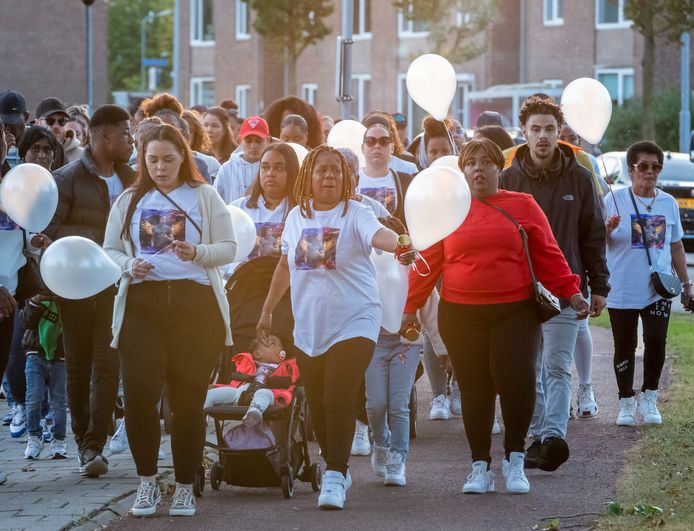 Zo'n tweehonderd mensen liepen donderdagavond mee in een stille tocht voor een 23-jarige man uit Barendrecht.