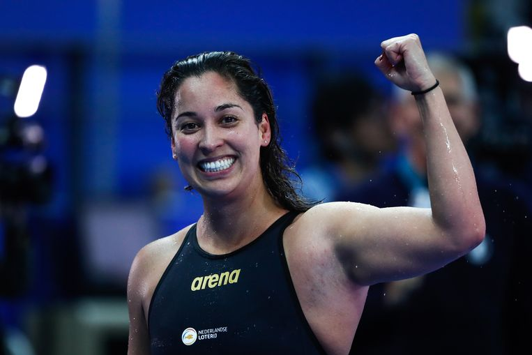 Ranomi Kromowidjojo na haar winst op de 50 meter Vrije Slag in Hangzou, China. Beeld EPA