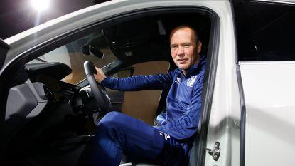 FOTO. Zetterberg achter het stuur: spelers van Anderlecht bezoeken het Autosalon