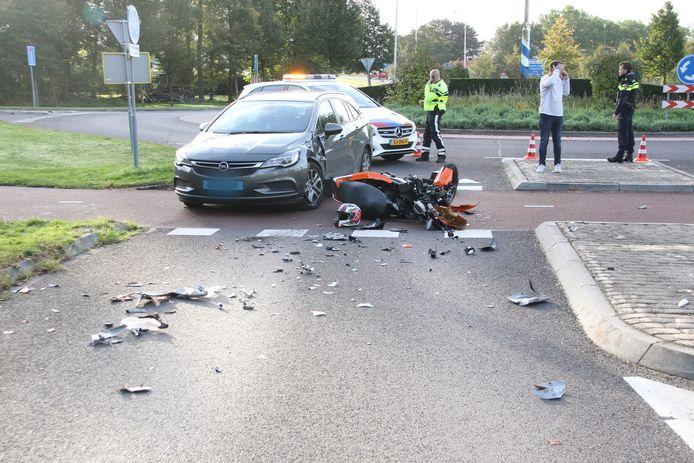 De twee voertuigen die bij het ongeval in Wierden betrokken waren.