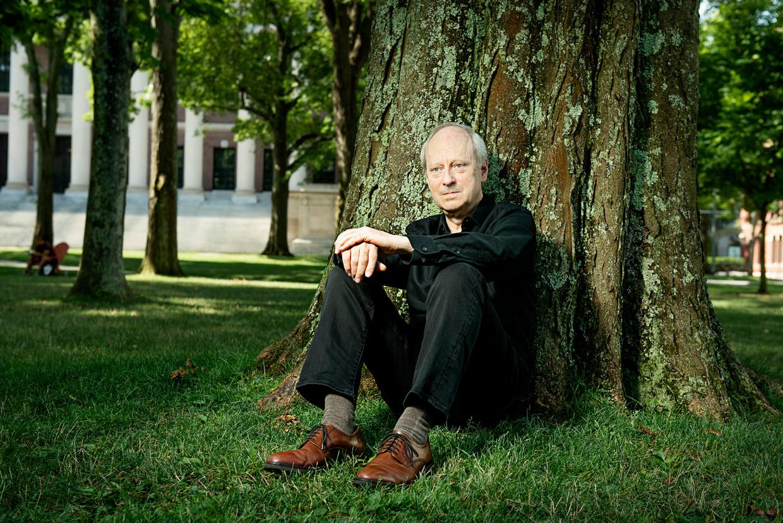 Michael Sandel: 'De elite leeft in haar eigen wereld. Dat heeft ons uitelkaar gedreven en onze politiek vergiftigd.' Beeld Webb Chappell