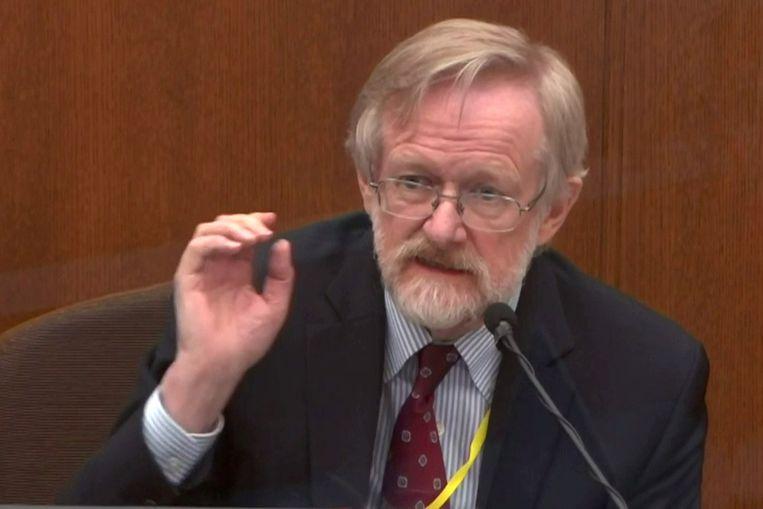 Dr. Martin Tobin getuigt tijdens het proces tegen Derek Chauvin. Beeld via REUTERS