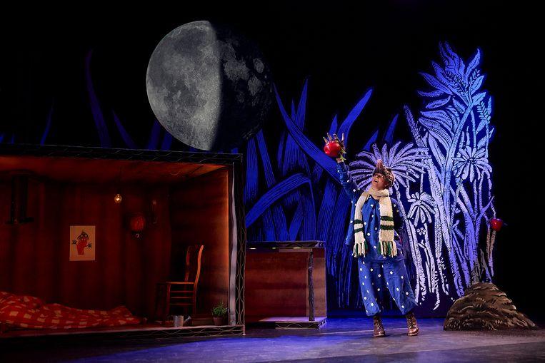 Scène uit Een lied voor de maan: 'Ik wilde graag een tekst die tegelijkertijd eenvoudig en poëtisch was.'   Beeld Kim Krijnen