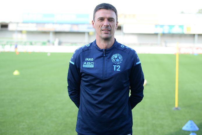 De Ninoofse assistent-coach Dave Van Waes ziet zijn ploeg het zaterdagavond opnemen tegen zijn ex-ploeg Racing Gent.