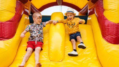 """400 kinderen komen springen voor kankerpatiëntjes Tybo (3) en Ferre (6): """"Hartverwarmend dat mensen zo meeleven"""""""