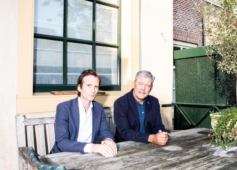 Michiel Vos en Charles Groenhuijsen.Vos: 'In suburbia willen de mensen gewoon rust in de tent. Trump speelt daar venijnig slim op in.'  Beeld Hilde Harshagen