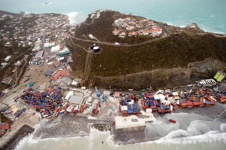 Luchtfoto van de schade aan de haven op Sint-Maarten. Beeld anp