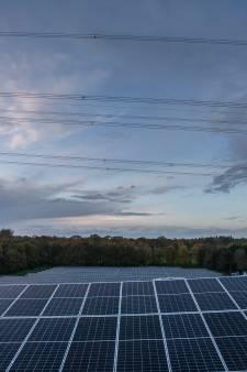 Plannen voor groot zonnepark op 'lelijkste stukje' van Landgoed Ampsen: 'Alleen treinreizigers zullen er iets van zien'