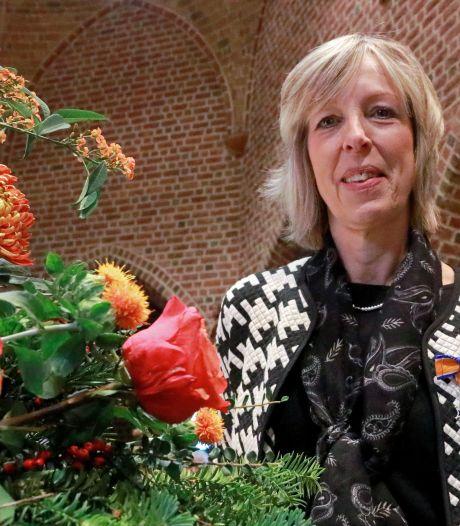 Lintje voor Haaksbergse Jolande ten Thije tijdens bijzondere kerkviering in Beckum