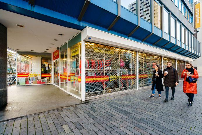 De Wibra in Rotterdam. De winkelketen mocht de deuren uiteindelijk toch niet openen.