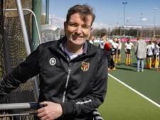 Deze mental coach verloor met 21-2 van Ties Kruize, maar heeft autoriteit bij de hockeysters van Victoria