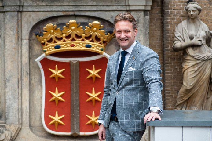 Burgemeester Pieter Verhoeve van Gouda is ook voorzitter van de Koninklijke Bond van Oranjeverenigingen (KBOV). Hij overhandigt dinsdag brieven van ouderen aan koning Willem-Alexander.