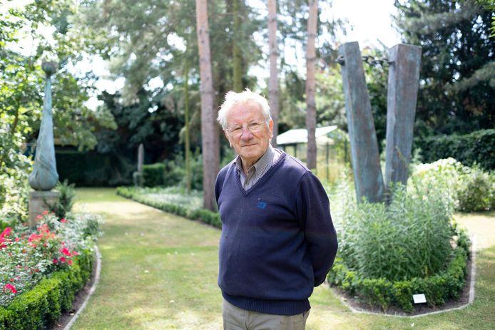 Pol Cockx in zijn beeldentuin.