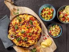 Wat Eten We Vandaag: Nachoschotel met verrassende guacamoles