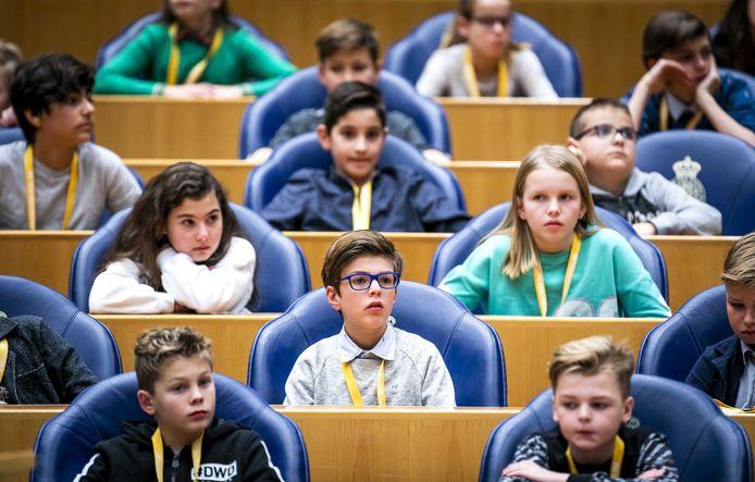 Kinderen uit groep 7 en 8 in de plenaire zaal van de Tweede Kamer tijdens het Kindervragenuurtje vorig jaar