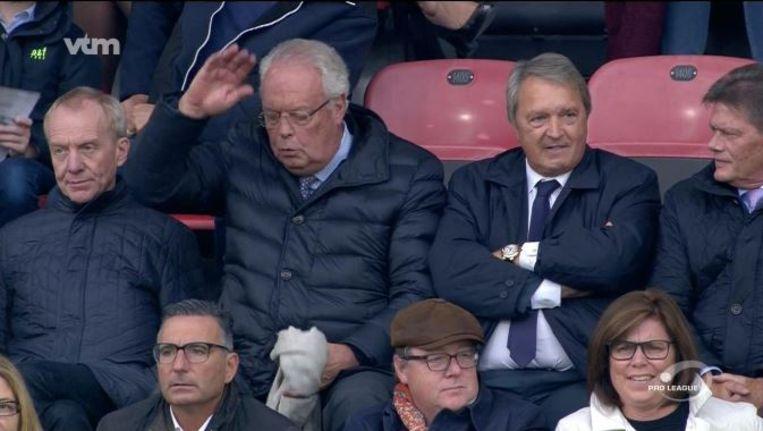 Voorzitter Vanden Stock en manager Van Holsbeeck zien er in de tribunes niet bepaald vrolijk uit. Beeld vtm