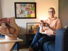 Annette (52) uit Enschede beantwoordt pubervragen over seks op TikTok en dat is een groot succes